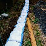 【畑改修工事】盛土に切土を繰り返し、傾斜地の平たん化を目指す。