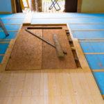 山林小屋の改修工事着手。まずは床から。